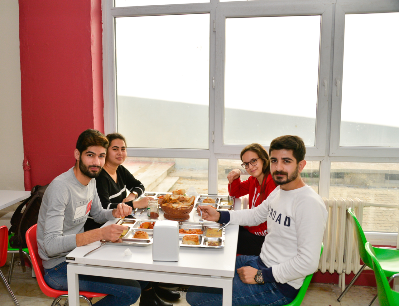 Rektör Çiçek, Öğrencilerle Yemek Yedi