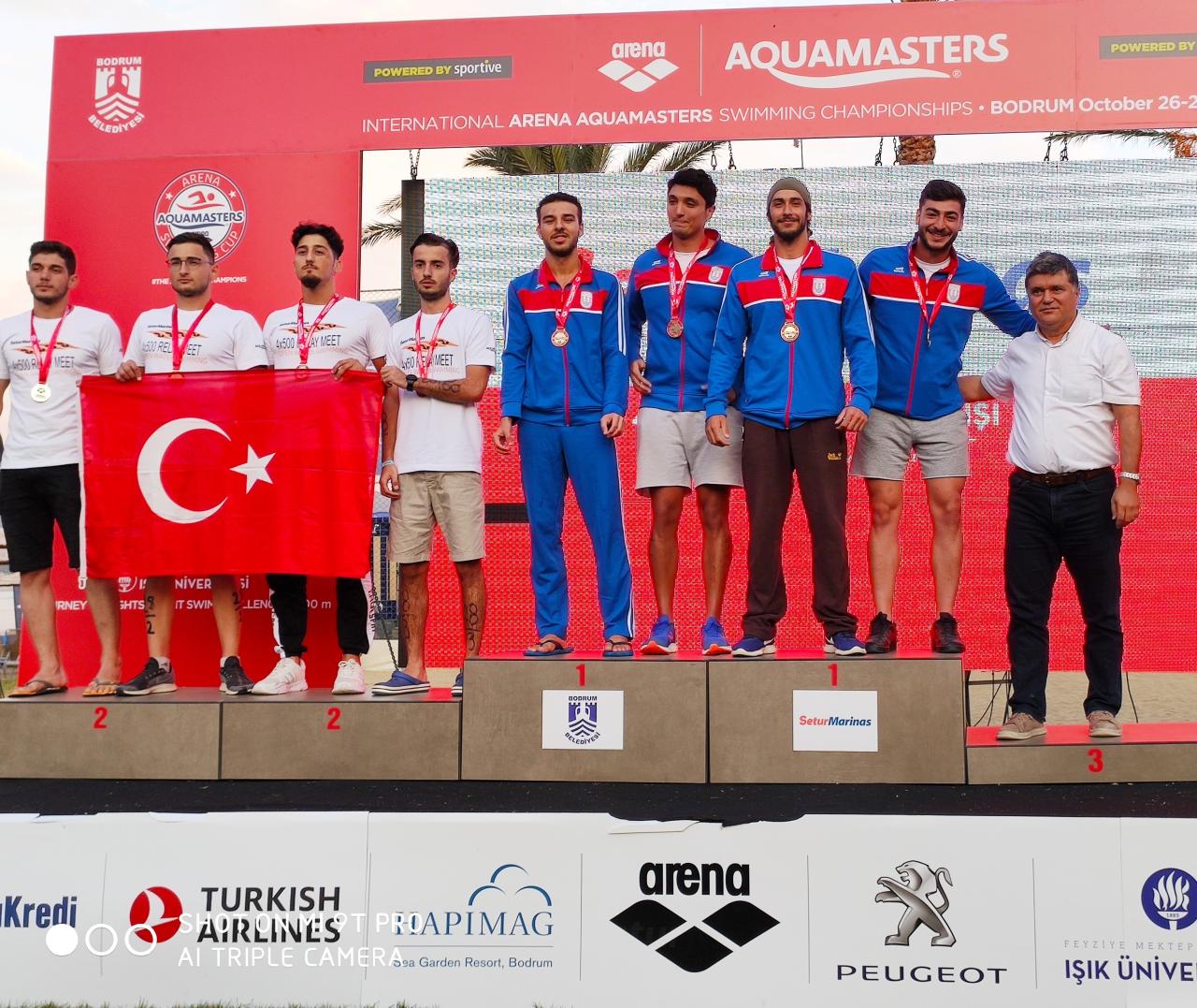 Uluslararası Arena Aquamasters Yüzme Şampiyonası'nda Birinci Oldu