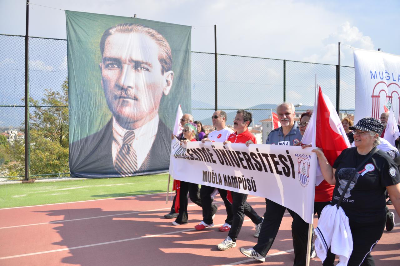 Atatürk'e Saygı Gençlik 26. Yol Koşusu Gerçekleştirildi