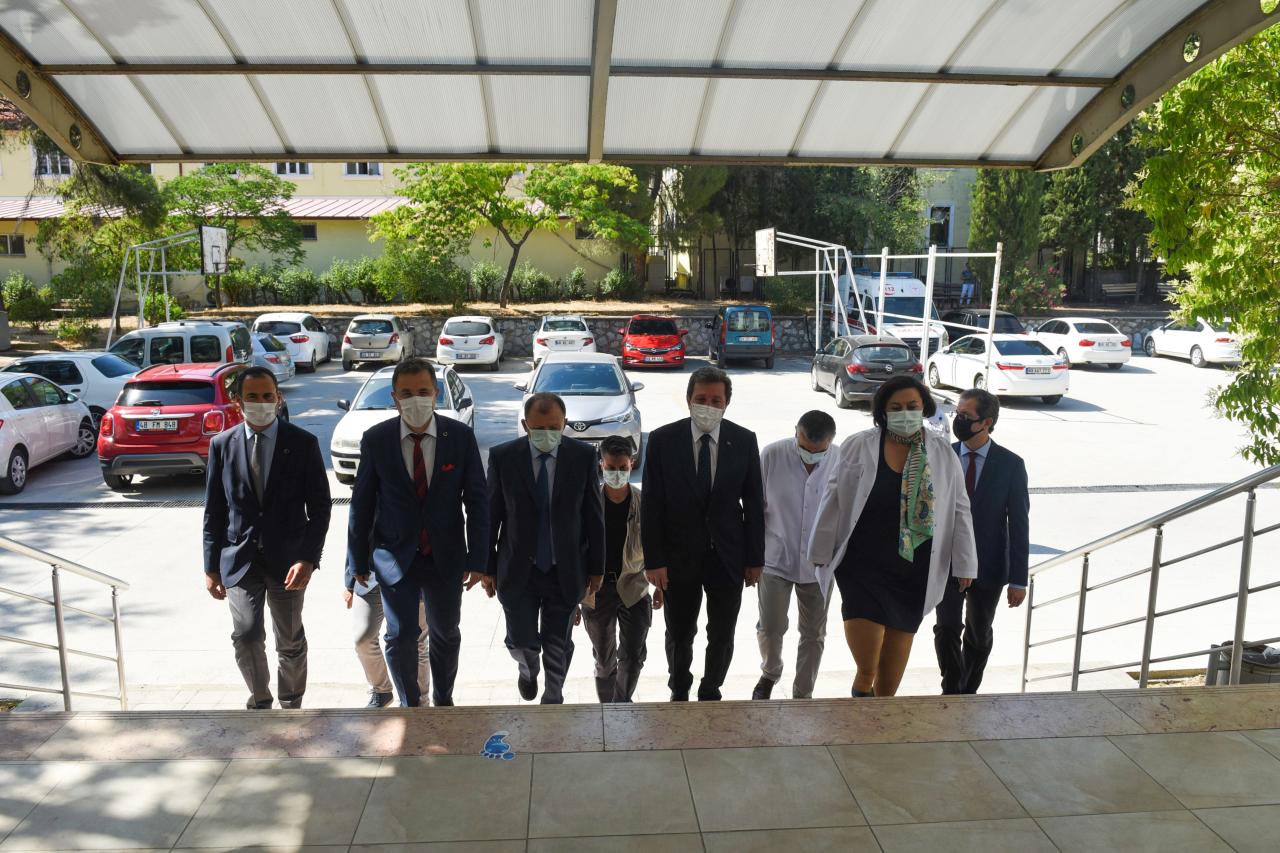 Vali Orhan Tavlı Diş Hekimliği Fakültesini Ziyaret Etti