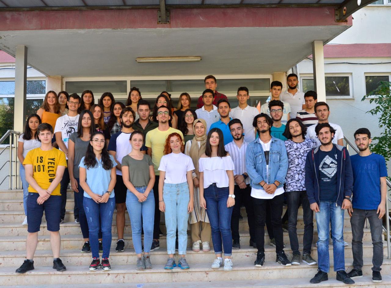 Üniversitemiz Rektörü Prof. Dr. Hüseyin Çiçek, Diş Hekimliği Fakültesi İlk Dönem Öğrencileriyle Bir Araya Geldi