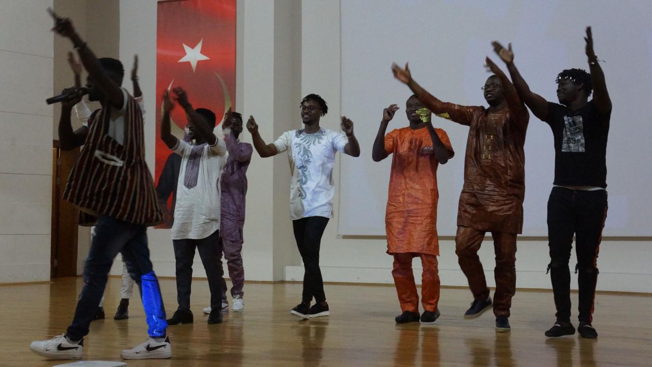 Afrikalı Öğrencilerimiz Kültürel Zenginliklerini Tanıttılar