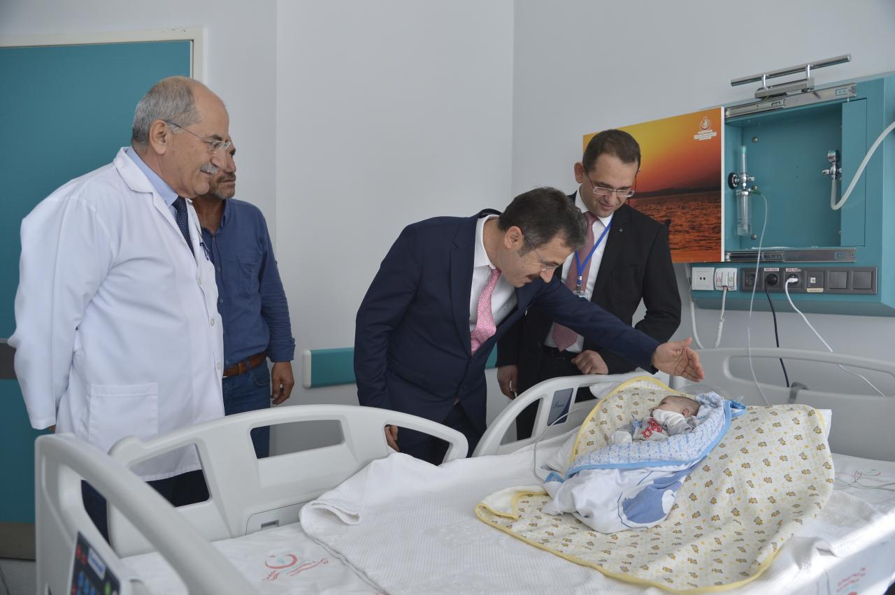 1,5 Yaşındaki Bebek, Üniversitemiz Hastanesinde Gerçekleştiren Ameliyatla Sağlığına Kavuştu