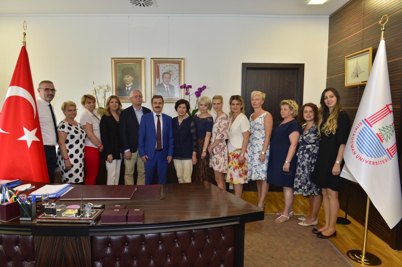 Polonya Üniversitesinden 8 Kişilik Öğretim Elemanı Ekibi Rektörümüzü Ziyaret Etti