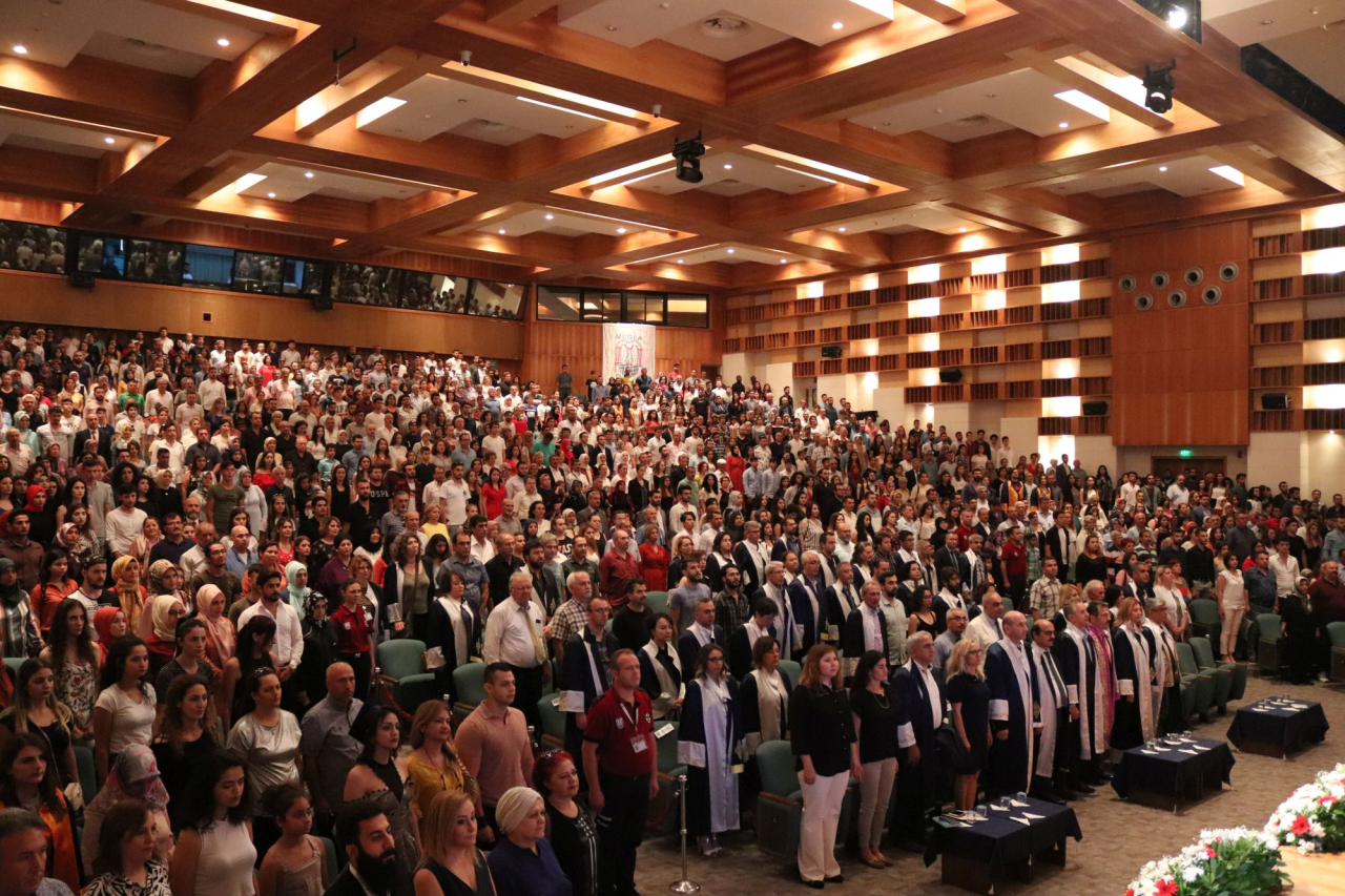Edebiyat Fakültesi 2018/2019 Eğitim Öğretim Yılı Mezunlarını Verdi