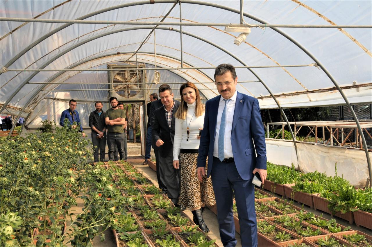 """Rektörümüz Prof. Dr. Hüseyin Çiçek """"5. Turizm İstihdam Fuarı""""nı Ziyaret Etti"""