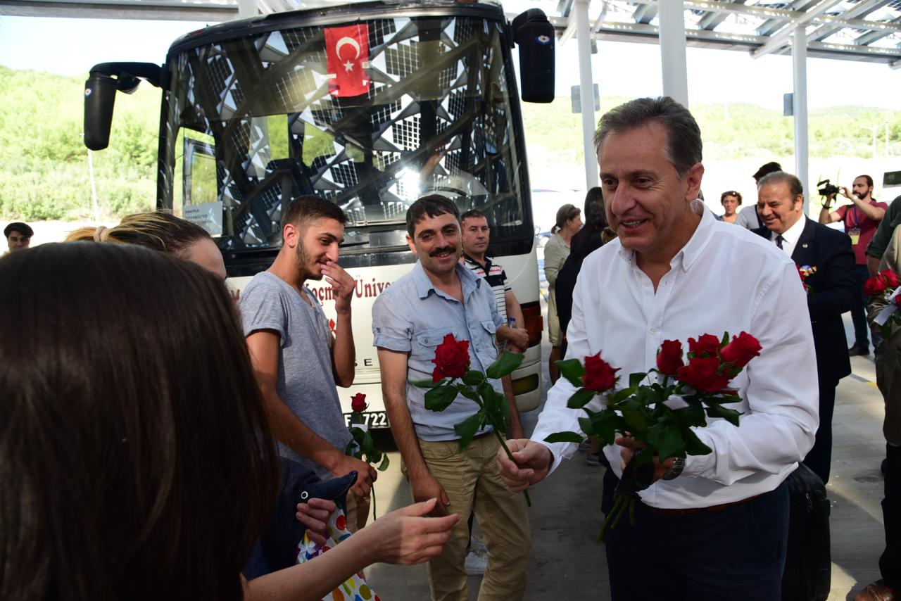 Üniversitemiz Yeni Öğrencilerini Otogarda Karşıladı