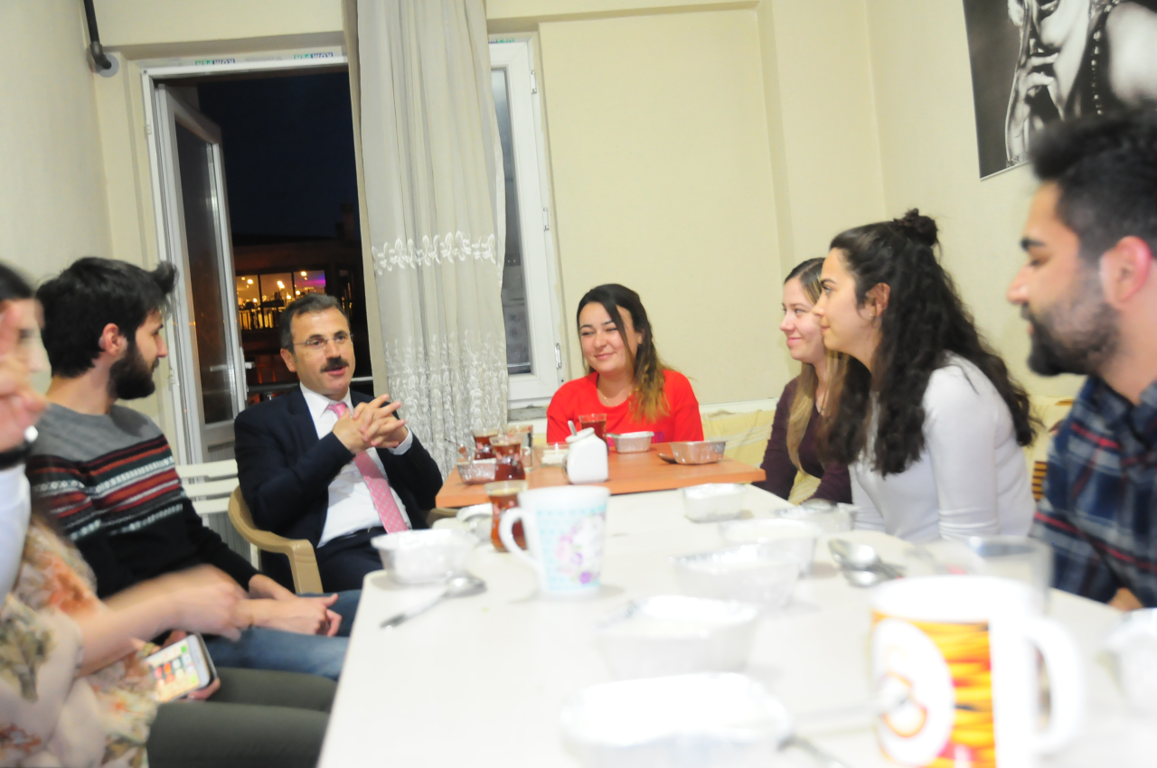 Rektörümüz Prof. Dr. Hüseyin Çiçek, İftarda Öğrenci Evine Konuk Oldu
