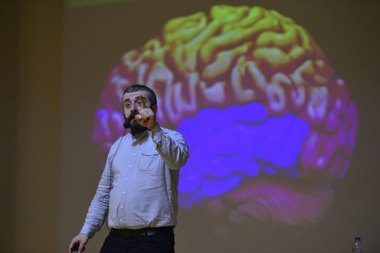 """""""Erkek Beyni-Kadın Beyni"""" adlı konferans gerçekleştirildi."""