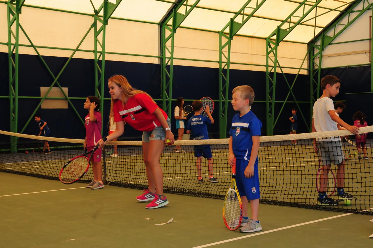 Minikler, Üniversitemiz Yaz Spor Okulunda Hem Eğleniyor Hem Öğreniyor