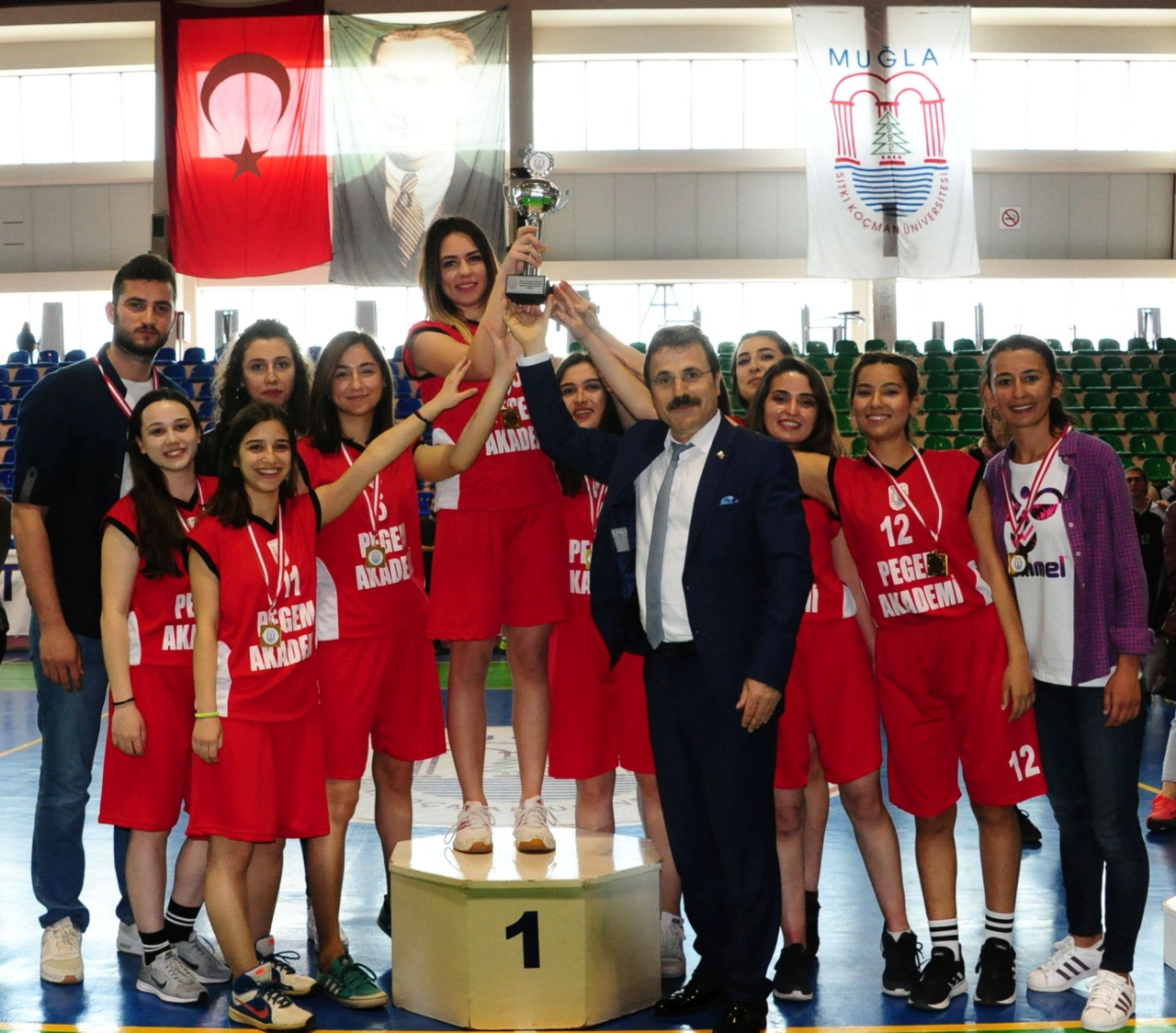 """""""Sıtkı Koçman Rektörlük Kupası Öğrenciler Arası Basketbol Turnuvası"""" Kupa Töreni Gerçekleşti"""