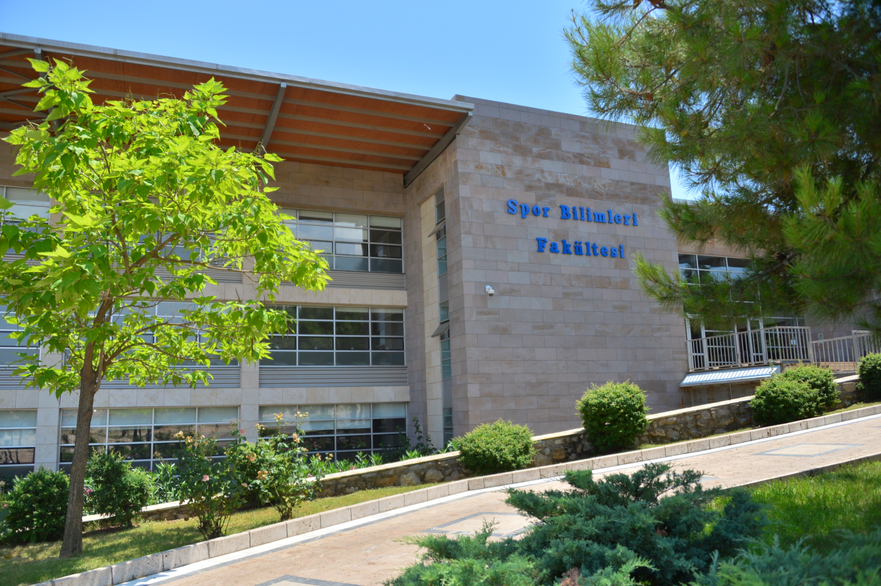 """Beden Eğitimi ve Spor Öğretmenliği Programımız Türkiye'de """"İlk""""i Başardı"""