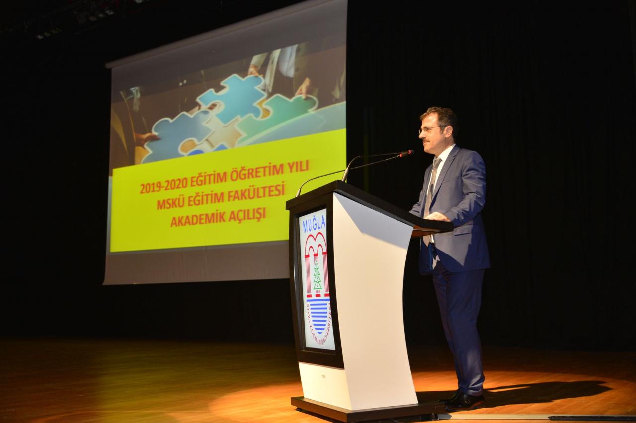 """Eğitim Fakültesi """"2019-2020 Eğitim Öğretim Yılı Akademik Açılış Programı"""" Gerçekleştirildi"""