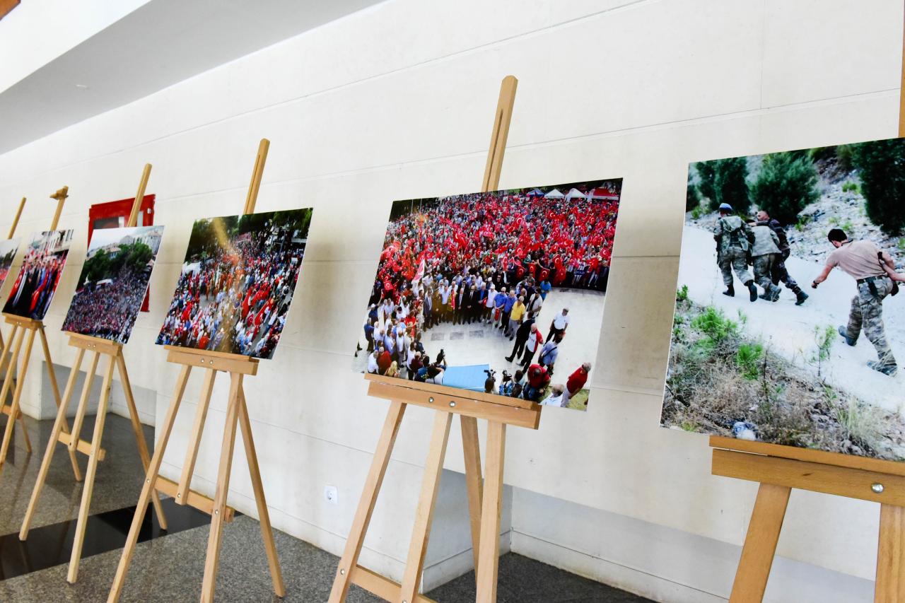 """""""15 Temmuz İhanet ve Diriliş Marmaris"""" Fotoğraf Sergisi Açıldı"""
