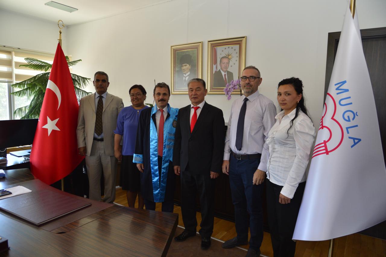 Kırgız Heyetten Rektörümüze Ziyaret