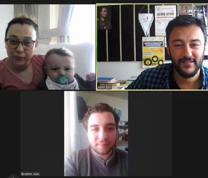 """Minik Oğluyla Birlikte Proje Üreten Bir """"Anne, Öğrenci, Araştırmacı"""""""